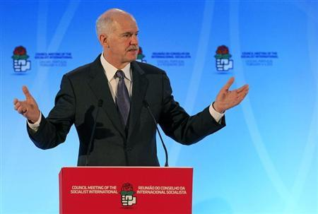 Socialist International (SI) President and Greece's former Prime Minister George Papandreou delivers the opening speech at the SI Council meeting in Cascais February 4, 2013. REUTERS/Jose Manuel Ribeiro