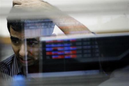 A broker reacts while trading at a stock brokerage firm in Mumbai November 11, 2008. REUTERS/Arko Datta