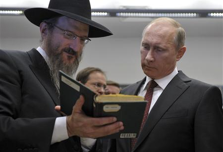 Russia's President Vladimir Putin (R) listens to Russia's Chief Rabbi Berel Lazar as he visits the Jewish Museum and Tolerance Center in Moscow, June 13, 2013. REUTERS/Aleksey Nikolskyi/RIA Novosti/Kremlin