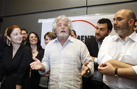 Leader of the anti-establishment 5-Star Movement Beppe Grillo (C) gestures as Grillo's Senate leader Vito Crimi (R) and Roberta Lombardi, 5-Star leader in the lower house, stand near during a news conference in Rome April 21, 2013. REUTERS/Remo Casilli/Files