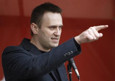 Russian opposition leader and anti-corruption blogger Alexei Navalny addresses supporters during a protest rally in Moscow, May 6, 2013. REUTERS/Sergei Karpukhin