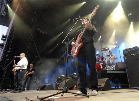 Kim Deal of the U.S. band The Pixies performs during the opening night of the Paleo music festival in Nyon July 18, 2006. REUTERS/Denis Balibouse