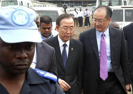 A U.N. peacekeeper escorts U.N. Secretary-General Ban Ki-moon and World Bank President Jim Yong Kim (R) during their joint trip to Goma, in the Democratic Republic of Congo's war-torn east, May 23, 2013. REUTERS/Jonny Hogg