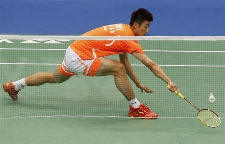 China's Chen Long plays against China's Du Pengyu (not pictured) during their men's singles finals of the Badminton Asia Championships in Taipei Arena April 21, 2013. REUTERS/Pichi Chuang
