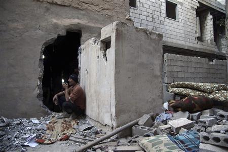 A Free Syrian Army fighter communicates using a walkie-talkie in the Mouazafeen neighbourhood in Deir al-Zor, June 14, 2013. Picture taken June 14, 2013. REUTERS-Khalil Ashawi