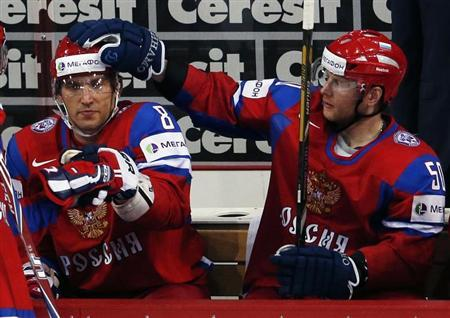 Russia's Alexander Ovechkin (L) gets a pat on the head by teammate Sergei Soin after judges validated his goal against Team USA during their 2013 IIHF Ice Hockey World Championship quarter-final match at the Hartwall Arena in Helsinki May 16, 2013. REUTERS/Grigory Dukor