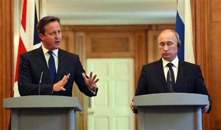 Britain's Prime Minister David Cameron (L) and Russia's President Vladimir Putin hold a joint news conference in 10 Downing Street, central London June 16, 2013. The two leaders met ahead of the G8 summit in Northern Ireland. REUTERS/Anthony Devlin/Pool