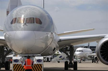 A Qatar Airways Boeing 787 Dreamliner is towed to the static display area at Le Bourget airport near Paris, June 16, 2013, one day before the 50th Paris Air Show. REUTERS/Pascal Rossignol
