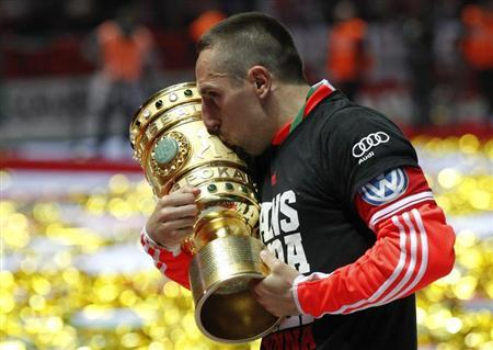 Bayern Munich's Franck Ribery kisses the trophy as he celebrates their victory over VfB Stuttgart in their German soccer cup (DFB Pokal) final match at the Olympic Stadium in Berlin June 1, 2013. REUTERS/Tobias Schwarz