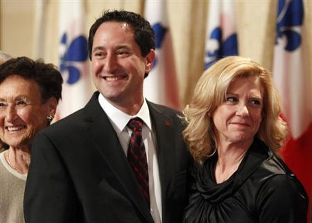 Michael Applebaum (L) smiles with his wife Merle (R) following his swearing-in ceremony to become Montreal's interim mayor in Montreal, Quebec, November 19, 2012. REUTERS/Christinne Muschi