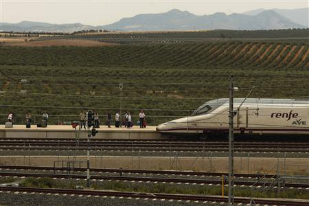 Passengers wait to board an AVE high-speed train at Antequera-Santa Ana train station, near Antequera, southern Spain June 17, 2013. Far from scaling down the previous Socialist government's plans, the center-right administration of Prime Minister Mariano Rajoy intends to invest more than 25 billion euros over the next decade to almost double the existing 3,100-kilometers network to reach regions such as the Basque Country, Galicia or Murcia. Rajoy, who rode the debut train service from Madrid to Alicante on Monday with Spain's Prince Felipe, said in a speech in Alicante that building AVE trains would remain a priority. REUTERS/Jon Nazca (