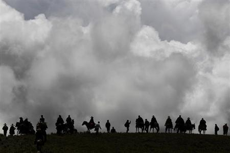 Andean people march during a protest against Newmont's proposed $4.8 billion Conga gold mine, near the Cortada lagoon, in the Andean region of Cajamarca November 24, 2011. REUTERS/Enrique Castro-Mendivil