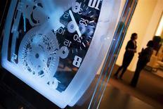 """Стенд Richard Mille на выставке """"Salon International de la Haute Horlogerie"""" в Женеве 18 января 2011 года. Французский производитель спортивных товаров и товаров класса люкс PPR обсуждает возможность покупки контрольного пакета акций Richard Mille, одного из самых дорогих часовых брендов, сообщил Рейтер источник, знакомый с ходом переговоров. REUTERS/Valentin Flauraud"""