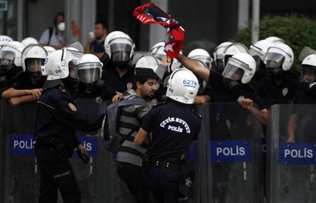 Riot police detain a demonstrator during protests at Kizilay square in central Ankara, June 16, 2013. REUTERS/Dado Ruvic (TURKEY - Tags: POLITICS CIVIL UNREST)