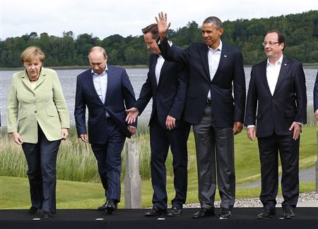 Britain's Prime Minister David Cameron (C) arrives for a group photo with (L-R) German Chancellor Angela Merkel, Russia's President Vladimir Putin, U.S. President Barack Obama and France's President Francois Hollande at the G8 Summit, at Lough Erne, near Enniskillen, in Northern Ireland June 18, 2013. REUTERS/Yves Herman