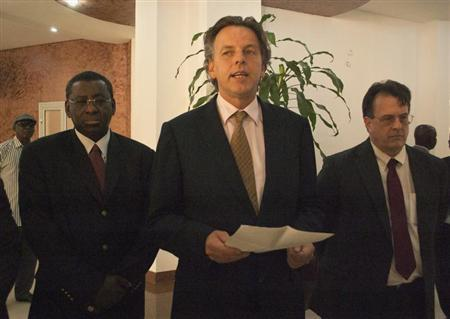 Bert Koenders (C), United Nations special envoy for Mali, speaks during a news conference in Bamako, June 4, 2013. REUTERS/Francois Rihouay