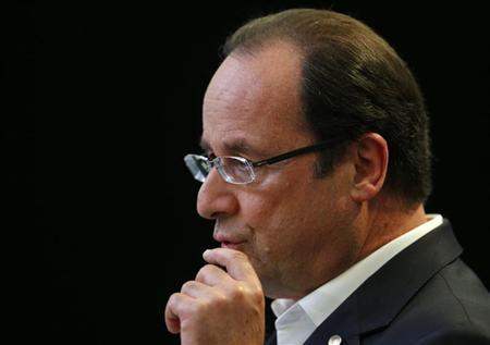 France's President Francois Hollande gives a news conference after the G8 summit in Lough Erne, Northern Ireland June 18, 2013. REUTERS/Andrew Winning