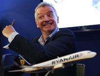 Michael O'Leary, directeur général de Ryanair au salon du Bourget. La compagnie aérienne irlandaise a finalisé mercredi sa commande géante de 175 Boeing 737-800 annoncée il y a trois mois. /Photo prise le 19 juin 2013/ REUTERS/Pascal Rossignol