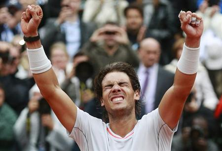 Rafael Nadal of Spain celebrates defeating compatriot David Ferrer in their men's singles final match to win the French Open tennis tournament at the Roland Garros stadium in Paris June 9, 2013. REUTERS/Vincent Kessler