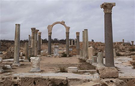 Old Roman ruins stand in the ancient archeaological site of Sabratha on Libya's Mediterreanean coast, June 1, 2013. REUTERS/Ismail Zitouny