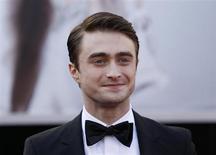 Ator britânico Daniel Radcliffe chega para a 85ª edição do Oscar em Hollywood, Califórnia, 24 de fevereiro de 2013. Radcliffe recebeu elogios por seu novo papel no teatro, como um aleijado irlandês alvo de humilhações, descolando-se um pouco mais do personagem que lhe deu fama no cinema, o menino-bruxo Harry Potter. 24/02/2013 REUTERS/Lucas Jackson