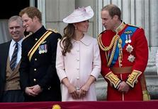 Britain's Prince Andrew (L), Prince Harry (2nd L), Prince William (R) and Catherine, Duchess of Cambridge stand on the balcony of Buckingham Palace after the Trooping the Colour ceremony in central London June 15, 2013. REUTERS/Paul Hackett