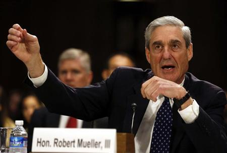 FBI Director Robert Mueller gestures at the U.S. Senate Judiciary Committee at an oversight hearing about the Federal Bureau of Investigation on Capitol Hill in Washington, June 19, 2013. REUTERS/Larry Downing