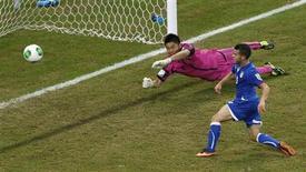 O italiano Giovinco marca gol da vitória em jogo contra o Japão pela Copa das Confederações, na Arena Pernambuco, em Recife, nesta quarta-feira. 19/06/2013 REUTERS/Ivan Alvarado