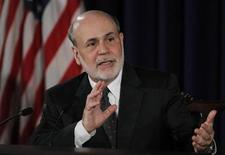 Глава ФРС Бен Бернанке на пресс-конференции в Вашингтоне 19 июня 2013 года. Председатель Федеральной резервной системы США Бен Бернанке ожидает, что американский центробанк замедлит темпы скупки облигаций в текущем году и прекратит эти операции в середине 2014 года. REUTERS/Jason Reed