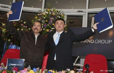 Nicaragua's President Daniel Ortega (L) and Wang Jing, chairman of the Hong Kong international company Nicaragua Canal Development Investment Co. (HKND Group) celebrate signing a concession agreement for the construction of an inter-oceanic canal in Nicaragua at the Casa de los Pueblos in Managua June 14, 2013. REUTERS/Jairo Cajina/Presidential Palace Nicaragua/Handout via Reuters