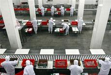 Employees work inside a Shuanghui factory in Zhengzhou, Henan province in this March 15, 2013 file photo. REUTERS/Stringer/Files