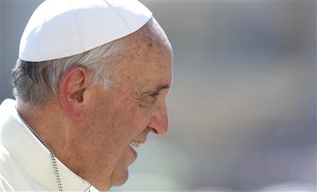 Pope Francis smiles as he arrives to lead the weekly audience in Saint Peter's Square at the Vatican June 19, 2013. REUTERS/Stefano Rellandini