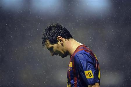 Barcelona's Lionel Messi reacts after missing a scoring opportunity against Athletic Bilbao during their Spanish first division soccer match at the San Mames stadium in Bilbao November 6, 2011. REUTERS/Felix Ordonez