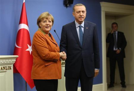 German Chancellor Angela Merkel (L) and Turkey's Prime Minister Tayyip Erdogan shake hands following a joint news conference in Ankara February 25, 2013. REUTERS/Altan Burgucu
