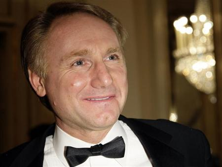 U.S. writer Dan Brown arrives at La Scala opera house in Milan December 7, 2009. Director Daniel Barenboim conducts George Bizet's ''Carmen'' which will open the 2010 opera season.