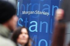 Morgan Stanley va réduire ses activités dans les matières premières en se retirant de certains marchés tels que le trading de produits agricoles, le fret et certains marchés d'électricité et de gaz en Europe centrale, selon un mémorandum dont Reuters a pu prendre connaissance. /Photo prise le 9 janvier 2013/REUTERS/Shannon Stapleton