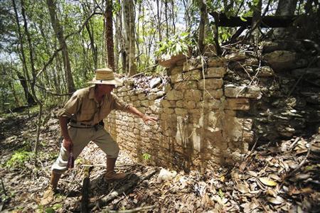 6月20日、メキシコのユカタン半島東部のジャングルで、スロベニアの考古学者らが古代マヤ文明の新たな遺跡を発見したことが分かった。写真は18日にメキシコ国立人類学歴史学研究所から提供されたもの(2013年 ロイター)