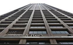 L'agence de notation Standard & Poor's s'inquiète de l'effet néfaste du Livret A pour le système bancaire français, dont les marges de manoeuvre au niveau de la rémunération des dépôts sont jugées bridées par les taux d'intérêt appliqués à l'épargne réglementée en France. /Photo prise le 5 février 2013/REUTERS/Brendan McDermid