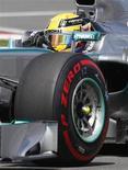 """Piloto de F1 da Mercedes Lewis Hamilton compete durante Grande Prêmio Canadense de F1, em Montreal. Lewis Hamilton e Nico Rosberg foram autorizados na sexta-feira a disputar o GP da Grã-Bretanha de Fórmula 1, na semana que vem, e a equipe deles, a Mercedes, sofreu apenas uma repreensão por ter participado de um teste """"secreto"""" de pneus com a Pirelli. 09/06/2013 REUTERS/Christinne Muschi"""
