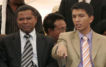 Madagascar's new president Andry Rajoelina (R) talks to Monja Roindefo, the man he named prime minister, at Antananarivo city centre March 18, 2009. REUTERS/Siphiwe Sibeko