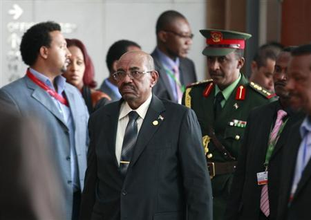Sudan's President Omar Hassan al-Bashir (C) arrives at the African Union Headquarters for the 21st Ordinary Session of the Assembly of Heads of States and Government in capital Addis Ababa May 26, 2013. REUTERS/Tiksa Negeri
