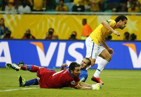 Italy's goalkeeper Gianluigi Buffon (L) and Giorgio Chiellini react after Brazil's Fred (R) scored a goal during their Confederations Cup Group A match at the Arena Fonte Nova in Salvador June 22, 2013. REUTERS/Kai Pfaffenbach
