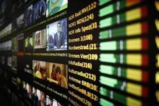 Экраны в аппаратной Kabel Deutschland во Франкфурте-на-Майне 25 февраля 2013 года. Vodafone договорился о покупке крупнейшего немецкого кабельного оператора Kabel Deutschland за 7,7 миллиарда евро ($10 миллиардов). REUTERS/Lisi Niesner
