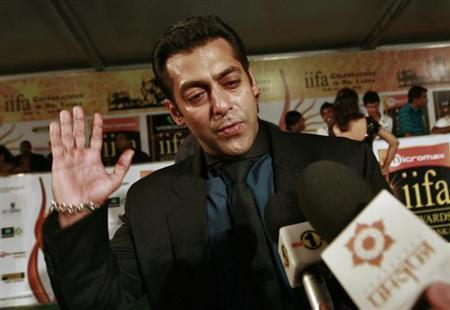Bollywood actor Salman Khan reacts on the green carpet for the International Indian Film Academy (IIFA) awards in Colombo June 5, 2010. REUTERS/Dinuka Liyanawatte/Files