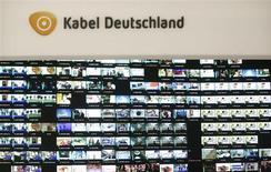 Vodafone a conclu un accord avec Kabel Deutschland en vue du rachat du câblo-opérateur allemand pour un montant de 7,7 milliards d'euros, renchérissant ainsi sur la contre-offre de dernière minute de l'américain Liberty Global. /Photo prise le 25 février 2013/REUTERS/Lisi Niesner