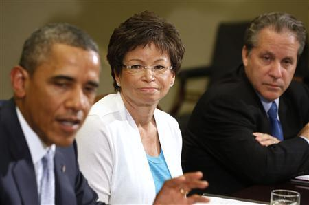 Senior Advisor Valerie Jarrett (C) listens to U.S. President Barack Obama as he meets business leaders to discuss the need for commonsense immigration reform in the Roosevelt Room of the White House in Washington, June 24, 2013. REUTERS/Larry Downing