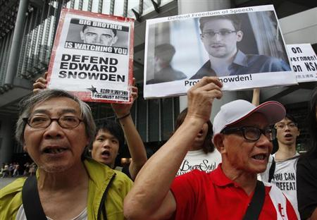 Protesters supporting Edward Snowden, a contractor at the National Security Agency (NSA), chant slogans before marching to U.S. Consulate in Hong Kong June 13, 2013. REUTERS/Bobby Yip