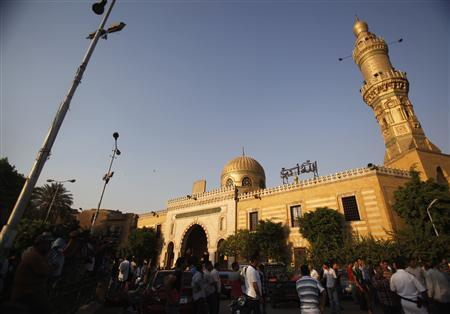 Egyptians stand outside El Sayeda Nafisa Mosque after funeral prayers for Shi'ite victims, who were killed in sectarian violence, in Cairo, June 24, 2013. REUTERS/Amr Abdallah Dalsh