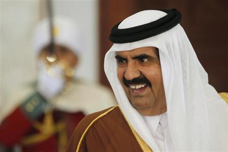 Qatar's Emir Hamad bin Khalifa al-Thani smiles upon his arrival at Houari Boumediene Airport in Algiers January 7, 2013. REUTERS/Louafi Larbi