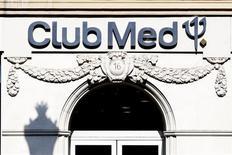 Le conseil d'administration de Club Méditerranée a accepté mardi à l'unanimité une offre d'achat améliorée proposée par AXA Private Equity et le conglomérat chinois Fosun. /Photo d'archives/REUTERS/Charles Platiau